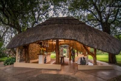 Indlovu River Lodge*****
